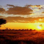 Sonnenuntergang über der Weite unserer Farm in Namibia